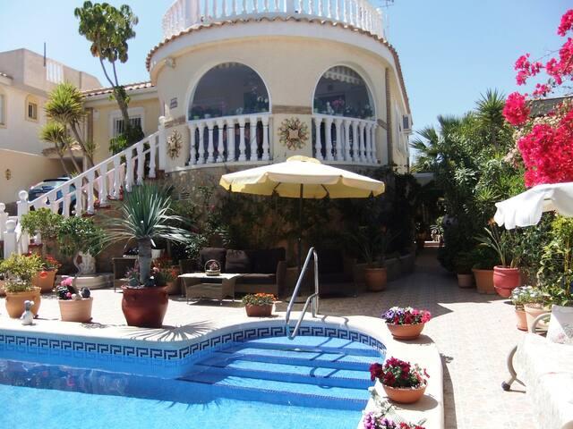 Сдается роскошная, 3х этажная вилла в Gran Alacant - Gran Alacant - Casa