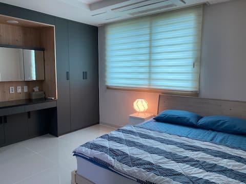 조용하고 깨끗한 숙소입니다. 가족, 친구, 출장 등으로 오셔서 쉬시기에 편안한곳입니다.