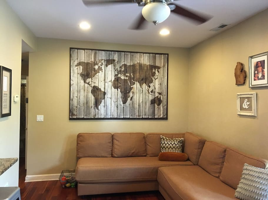 Two Bedroom Apartment Off Brown Line Apartments For Rent In Chicago Illinois United States
