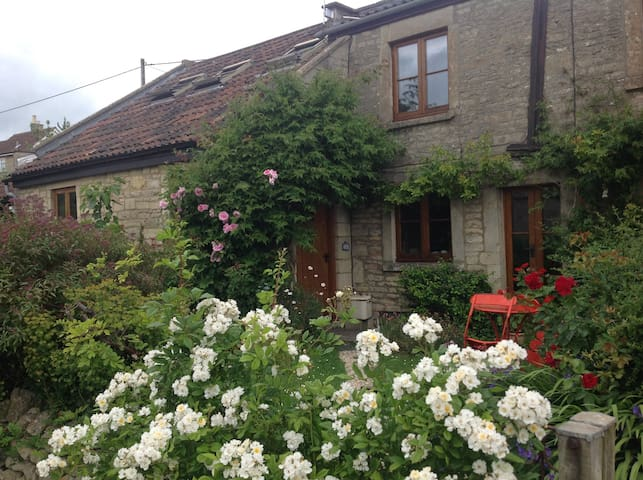 Double rooms in Cotswold cottage