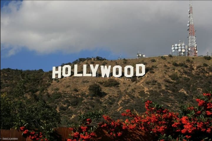 BEST LOCATION RIGHT IN HOLLYWOOD!!