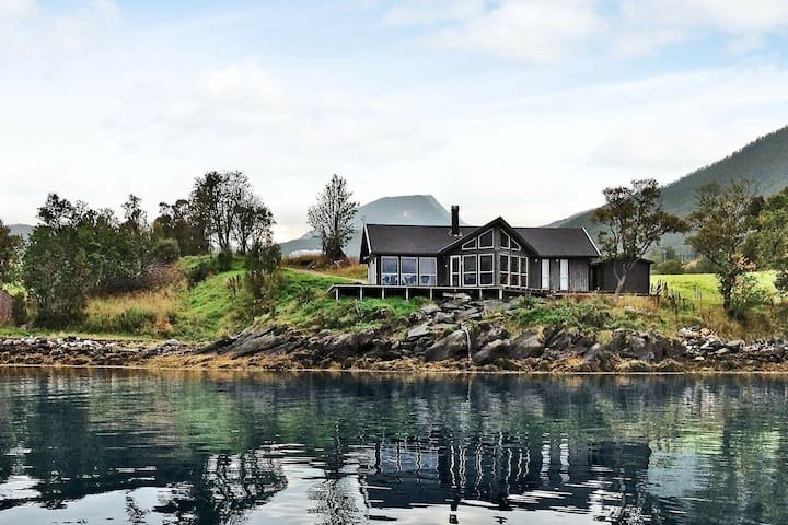 4 star holiday home in Gullesfjord