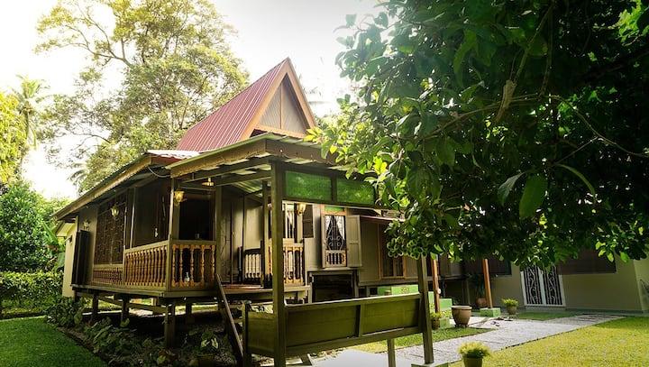 Classic Melaka House w/Pool, Tranquil Getaway