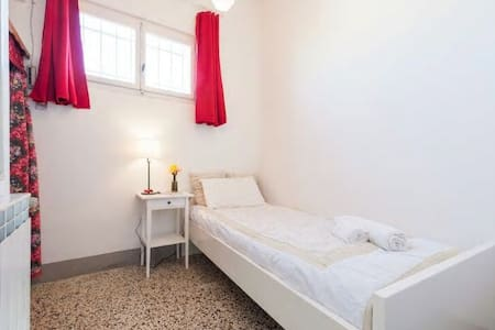 Center, private room and bathroom - Bad Oldesloe