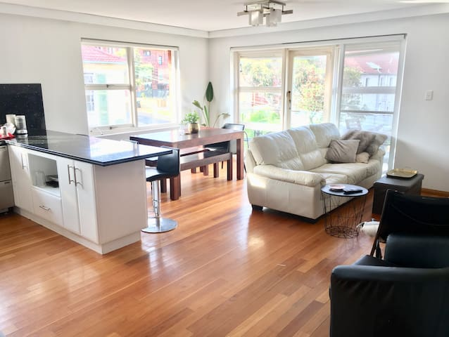 Double Room in Beautiful Manly Beachside Pad