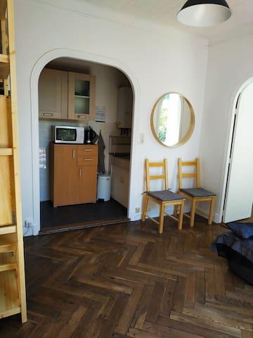 Charming apartment near the beach, private garden