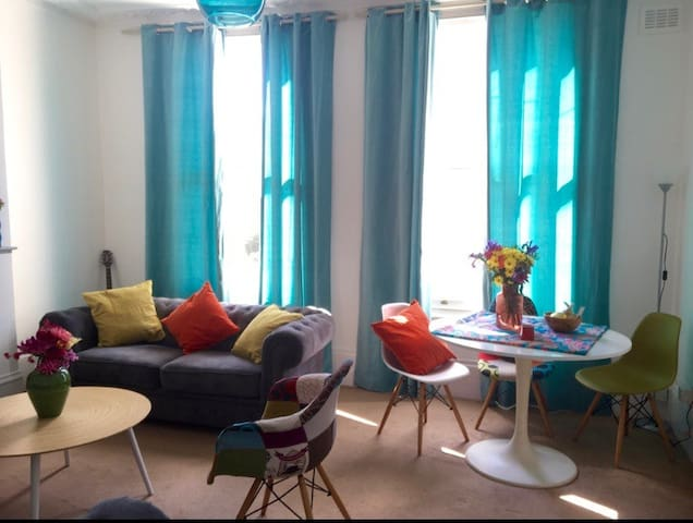 Bright and Cosy double room in Camden Town!