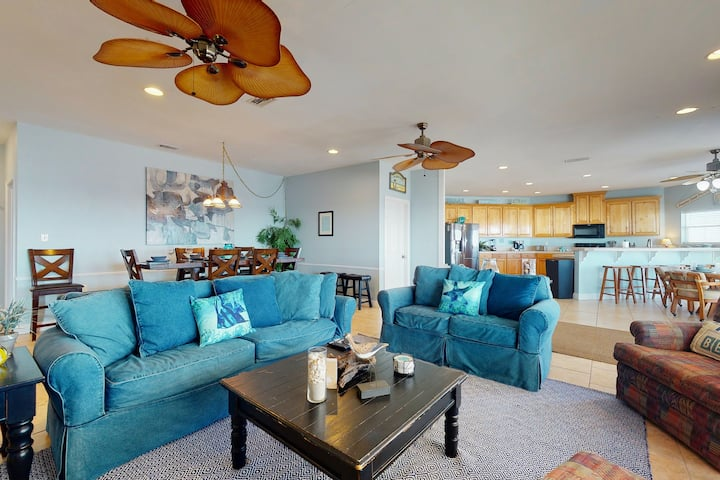 Coastal Gem on the Sand W/ Large Deck, Ocean Views, Free WiFi & Private Hot Tub!