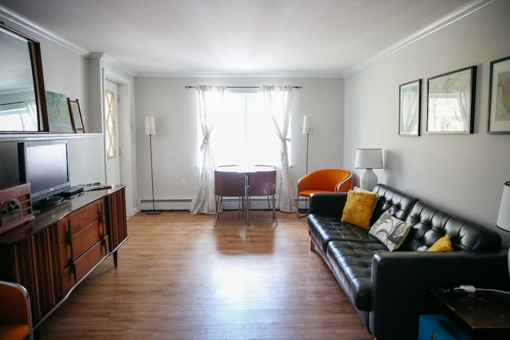Cute, Mid Century Apartment - New Paltz - Byt