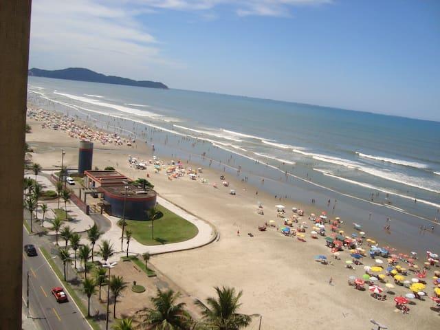 Avenida Praia e sacada de frente ao mar - TrevizZo
