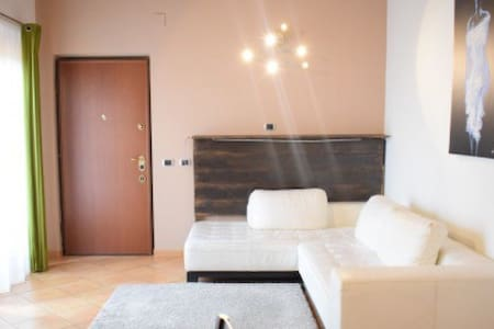 Bellissimo appartamento, Milano periferia - Trezzano Rosa - Lejlighed