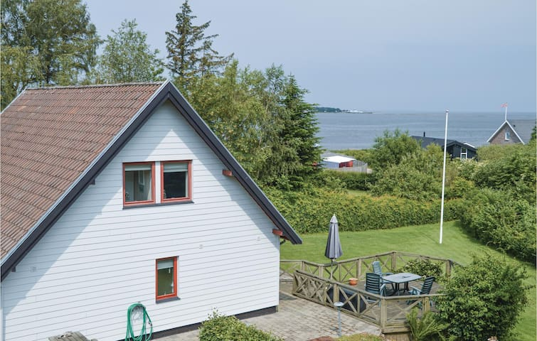 Holiday cottage with 4 bedrooms on 140m² in Farsø