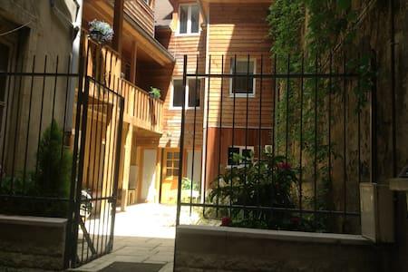 Studio meublé centre ville avec jardin - Besançon