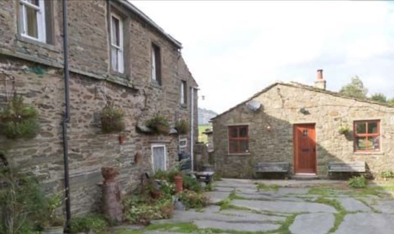 Yorkshire Dales Riverside Cottage
