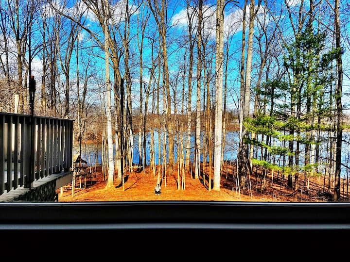 Peaceful lake retreat in Warrenton