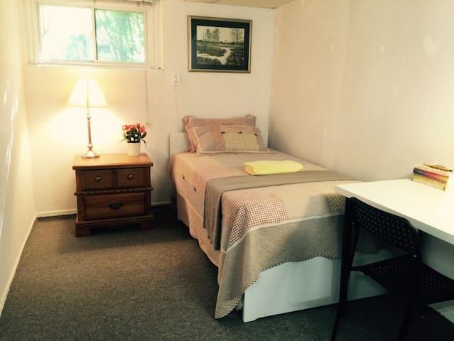 Clean, Quiet,Safe Prv Bsmt Room 10 mins to TTC Sw