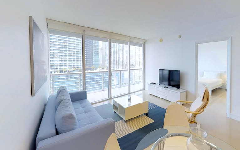 Amazing River Front Condo in the Heart of Brickell