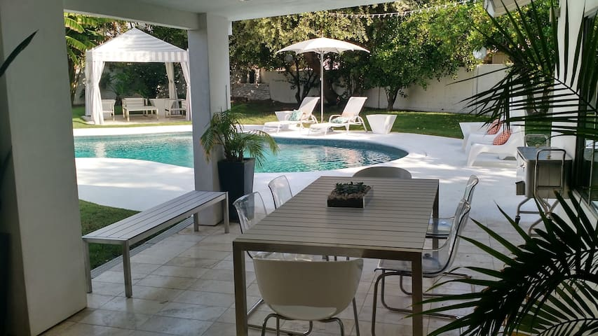 Queen Bed in Private Room w/ Hot Tub & Pool - Los Ángeles - Casa