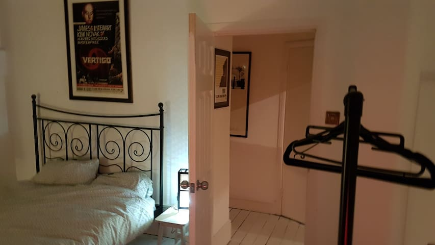 Big, light, double bedroom in Highbury.
