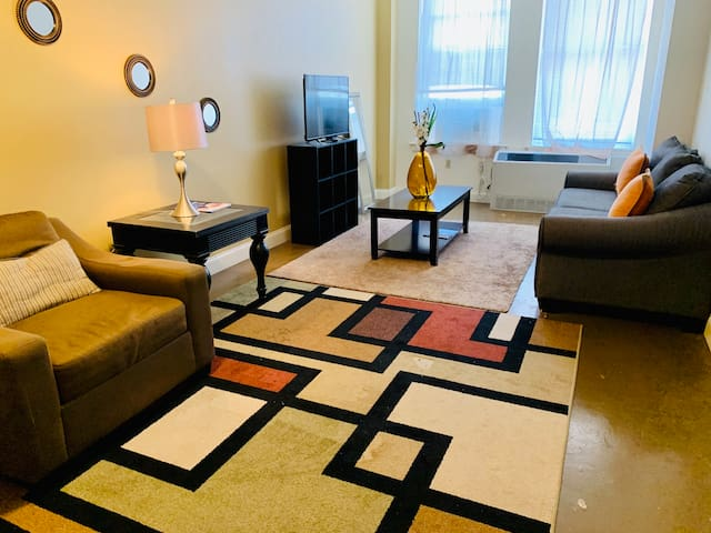 Simple & Clean Apt - Weekly/Monthly Stays Welcome!