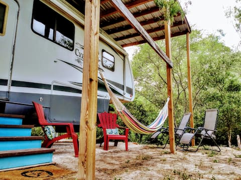 Tiny Home/Glamping Farm Stay w/7英畝小路