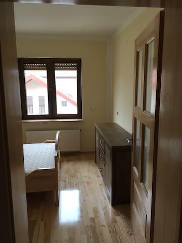 Schönes Zimmer in Neubau in Varaždin - Hrašćica