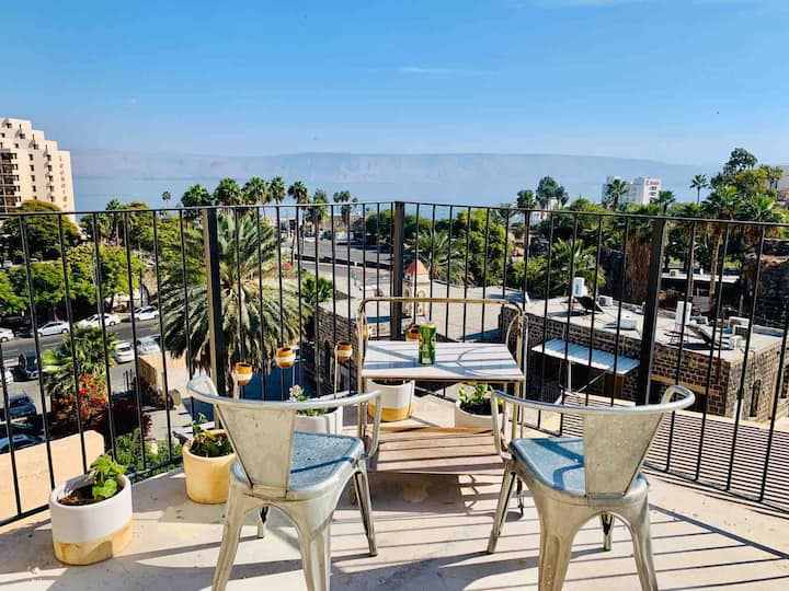 tiberias Roof Top Artistic Apt with lake view