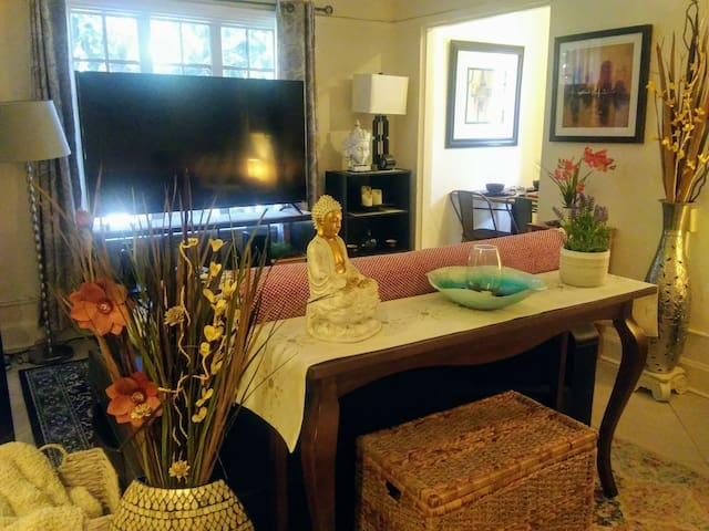 #Newly DECORATED COZY STUDIO in HEART of Hollywood