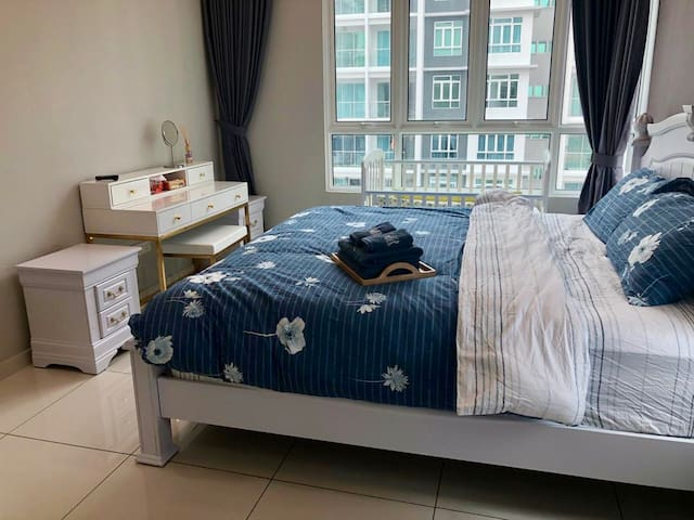 Master Room-King Size Bed with Baby Cot
