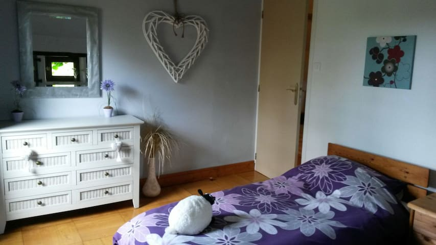 Twin singles bedroom with small balcony and view