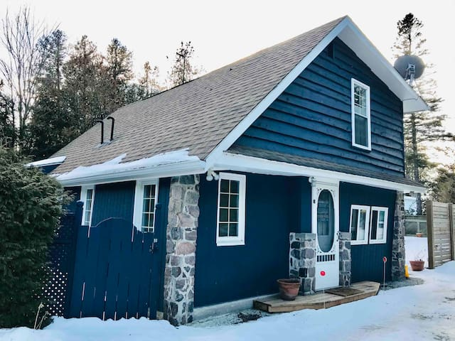 Sauble WINTER Retreat* Dogs Welcome*Woodstove*