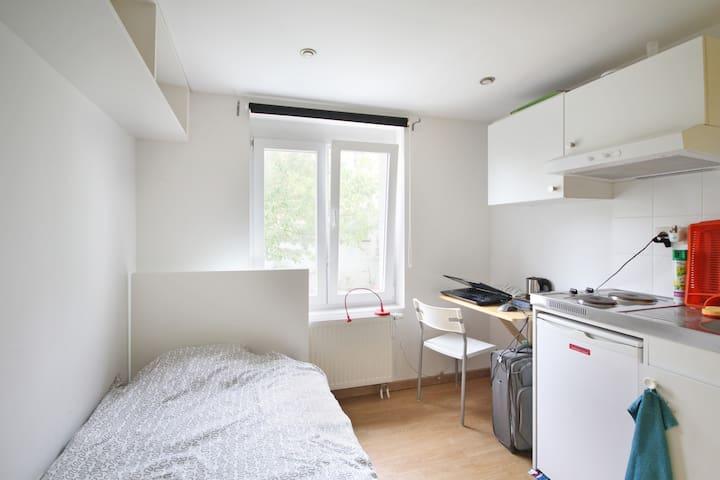 Small studio EU-Schuman