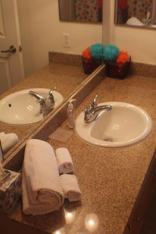 2 bedroom, 2 bathroom Cozy Tempe Apartment! - Tempe - Byt