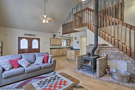 Serene Home Situated in Forest, 4Mi to NAU Campus!