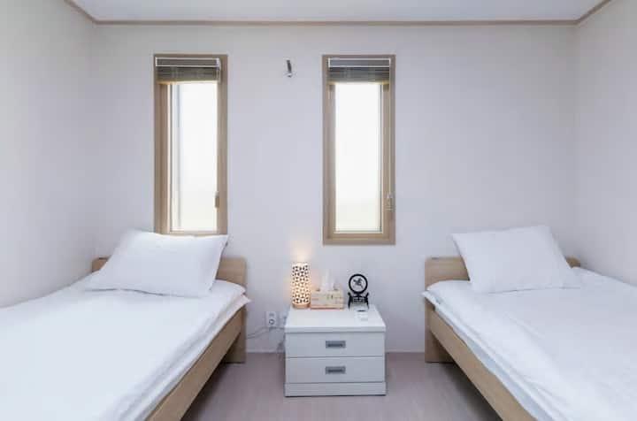 Hub Guest - Layover Room