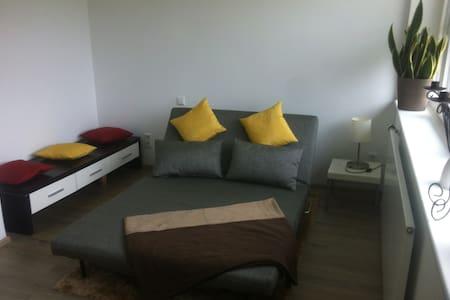 Tolles helles Zimmer mit Gartenview