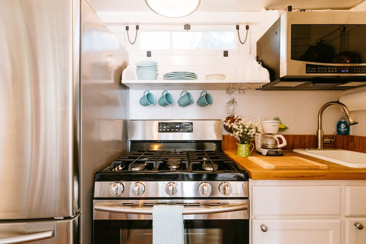 The fully equipped kitchen offers stainless steel range, refrigerator and microwave oven