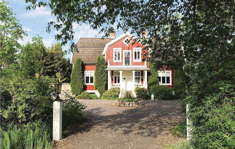 Holiday cottage with 4 bedrooms on 200m² in Sävsjö