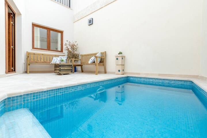 Air-Conditioned Town House with Pool, Wi-Fi, Balcony and Rooftop Terrace; Parking Available