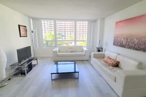 Flamingo South Beach Spacious 1 Bedroom Apartment