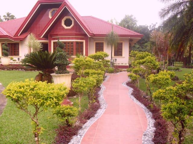 One room in a 4 bedroom house - Hinunangan - บ้าน