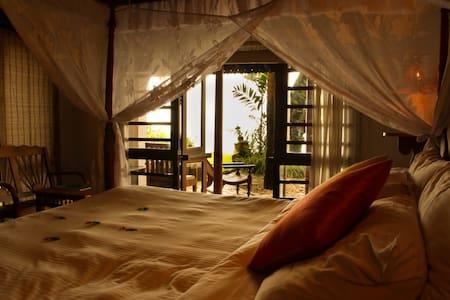 Experience Lake View Villa - Punnamada Lake - アラップーザ