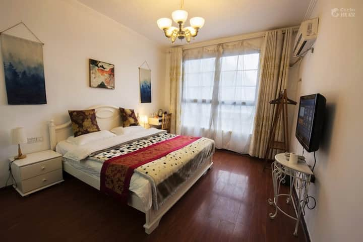 凤凰古城半山花园精品标准大床房
