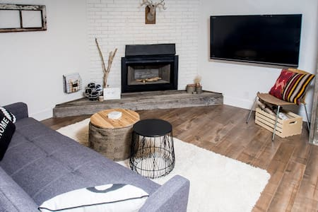Charming Retreat in Airdrie, AB - Airdrie