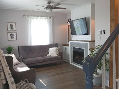 The Midway House...Nuevo listado interior renovado