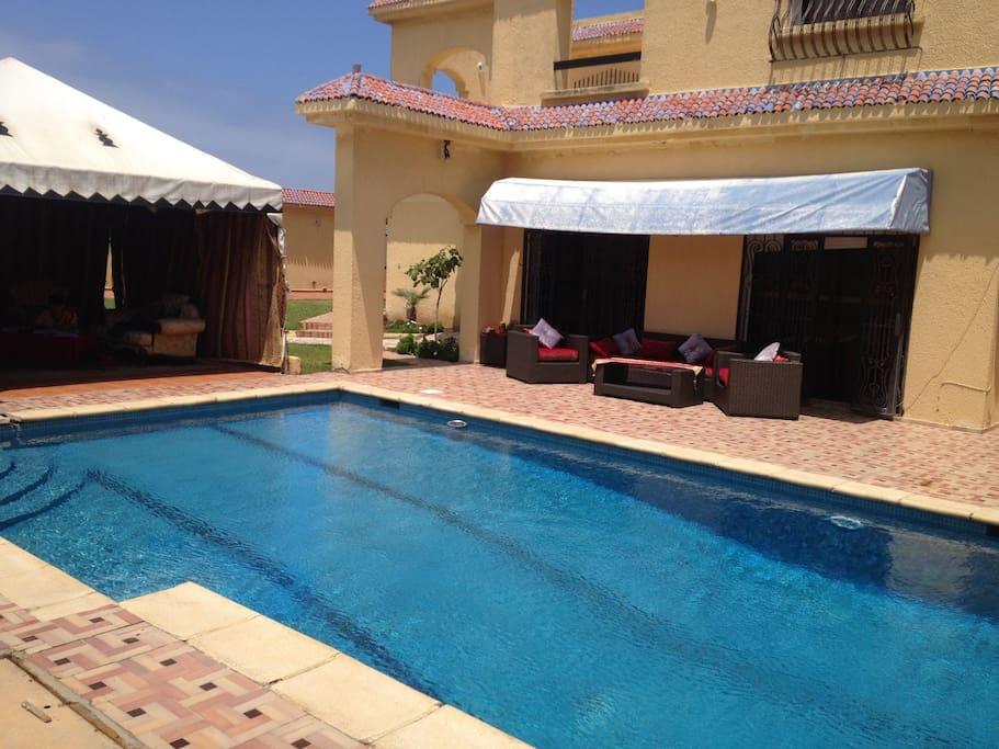 Villa front mer avec piscine priv e villas for rent in for Piscine privee marrakech