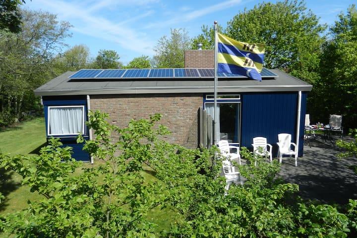 Gemütliches Ferienhaus in Friesland mit Garten