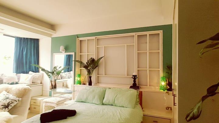 Retro, En-Suite master bedroom, 3mins from MRT.