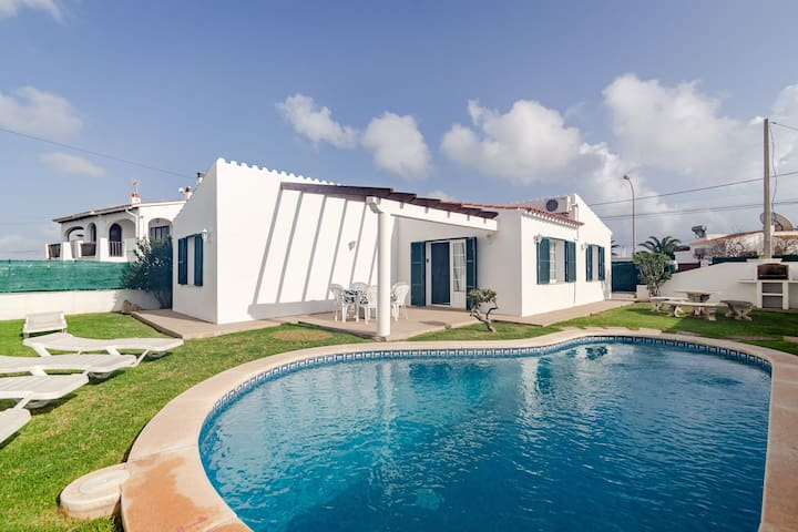 Homely Villa in Alaior with Swimming Pool
