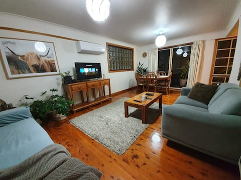 cottage self contained,LGH &Cafe's  around cnr